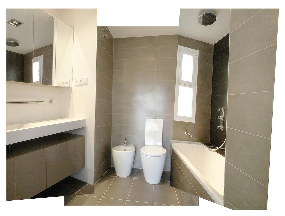 Foto de una Reforma de Baño de diseño y aprovechando espacios